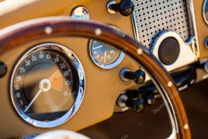 depositphotos_111899728-stock-photo-retro-car-dashboard.jpg